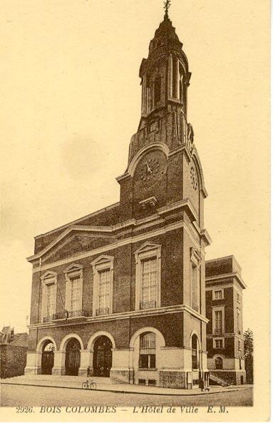 L'Hôtel de Ville au milieu du 20e siècle (AMBC).