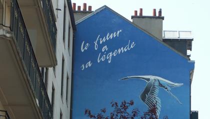 Mur peint avec la Cigogne